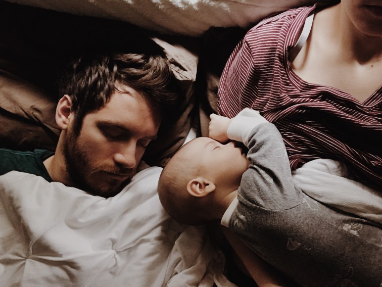 husband-and-baby-fast-asleep-on-mama_t20_e8agZB.jpg