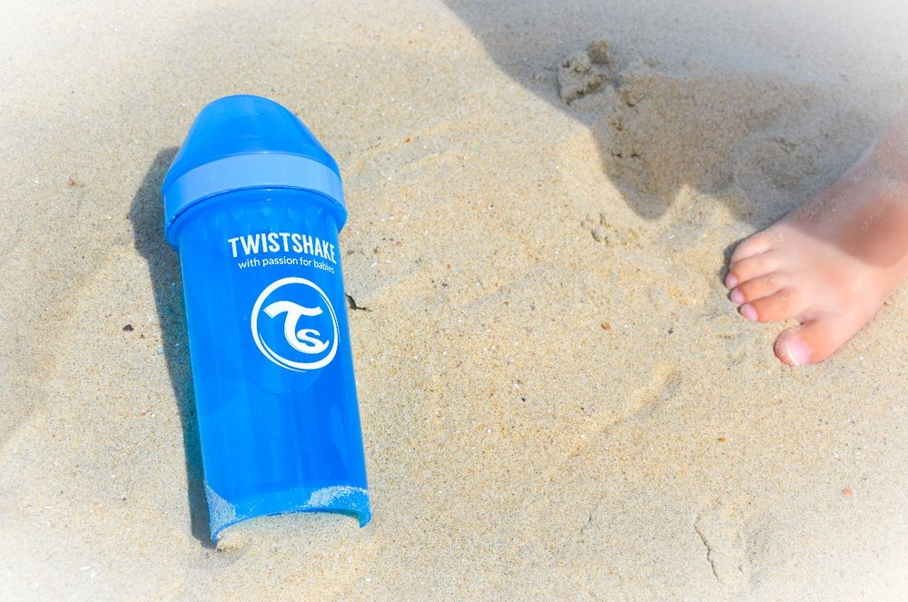 Twist & Shake on the beach!!!  The other day when we went to the beach, offcourse we took our #twistshake bottles! The newest one we have is the Sippy Cup. I chose a blue one for Maxim and he really likes to drink from this bottle. But Ella too! So I'm probably going to buy a pink one too. The best thing about these cups is they are spillfree! To celebrate this perfect sunny summer day we decided to dance and twist and shake on the beach! We jumped up and down, danced around, and enjoyed our beach day!  You want to buy such a cup too? You can get a 20% discount on the entire assortment on  www.twistshake.com  with our discount code: ellamaxim20 (They do worldwide shipping!)    In collaboration with Twistshake @twistshakebaby