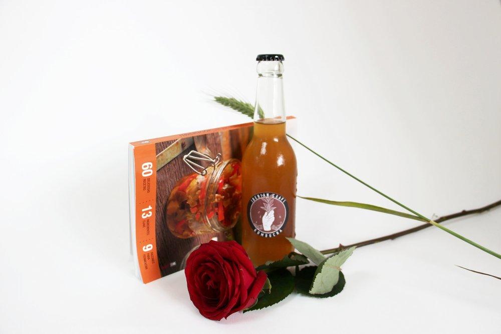 Edición limitada de Kombucha por Iberian Craft para Sant Jordi. Rooibos, mate, pulpa de papaya y baya goji
