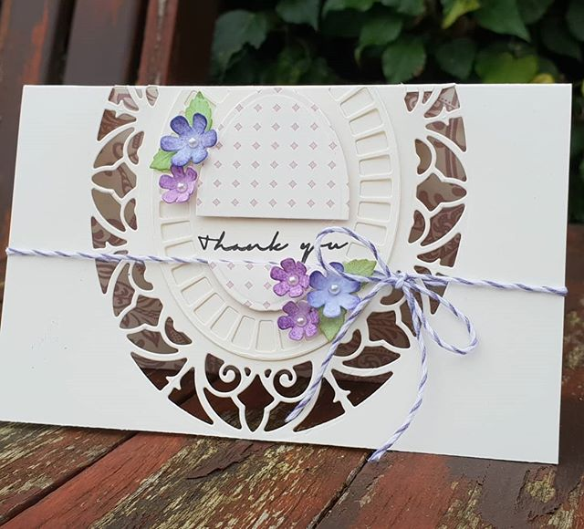 It's Friday Die Day on the H&C blog featuring @teamspellbinders @amazingpapergrace Lisette Oval and @scrapbookadhesivesby3l #hopeandchances #homeallthingsspellbinders #scrapbookadhesiveby3l #spellbinders #neverstopmaking #diecutting