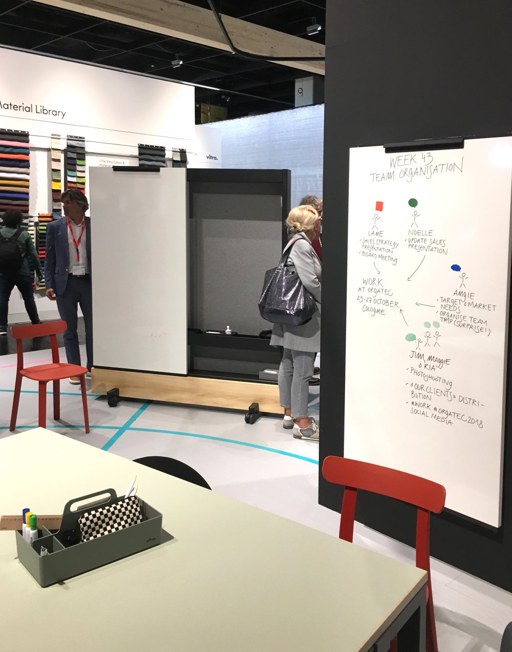A workplace installation of movable 'dancing walls' at Orgatec '18
