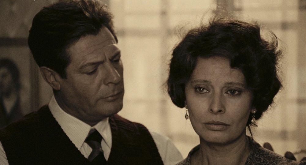 Marcello Mastroianni and Sophia Loren in  Una Giornata Particolare