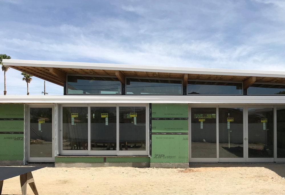 turkel_modern_design_prefab_axiomdeserthouse_marvin_liftandslidedoors_exterior.jpg