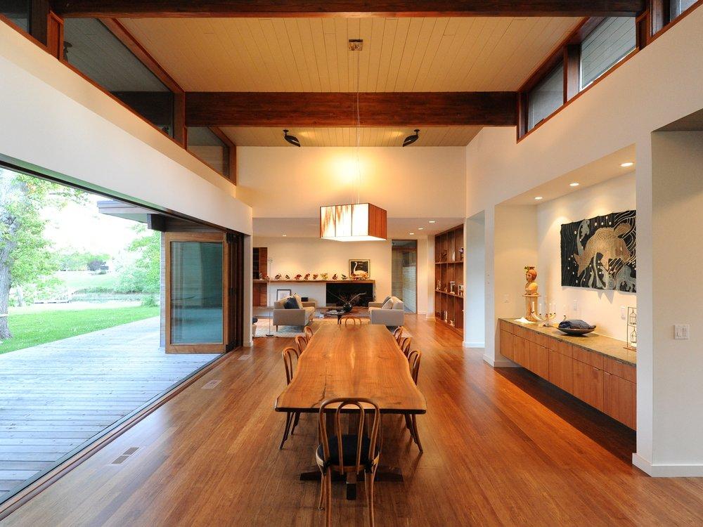 turkel_modern_design_prefab_shelter_island_dining_great_room.jpg