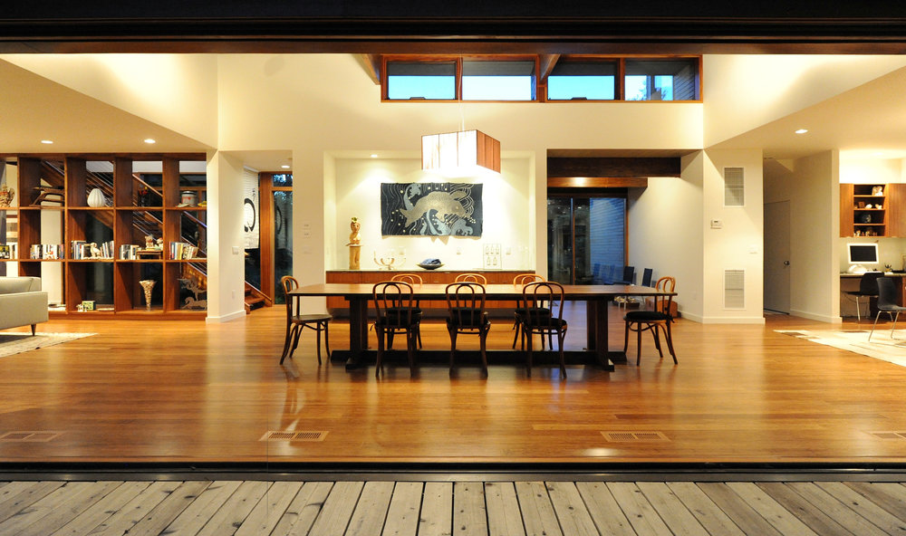 turkel_modern_design_prefab_shelter_island_dining_room_liftandslidedoors.jpg