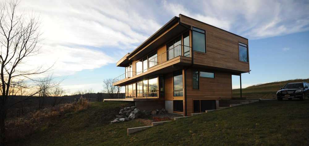 turkel_modern_design_prefab_home_writers_retreat_exterior_evening.jpg