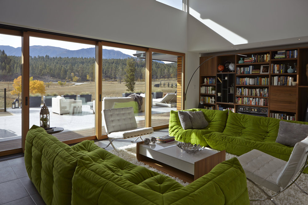 turkel_modern_design_prefab_home_windermere_britishcolumbia_windows_closed.jpg