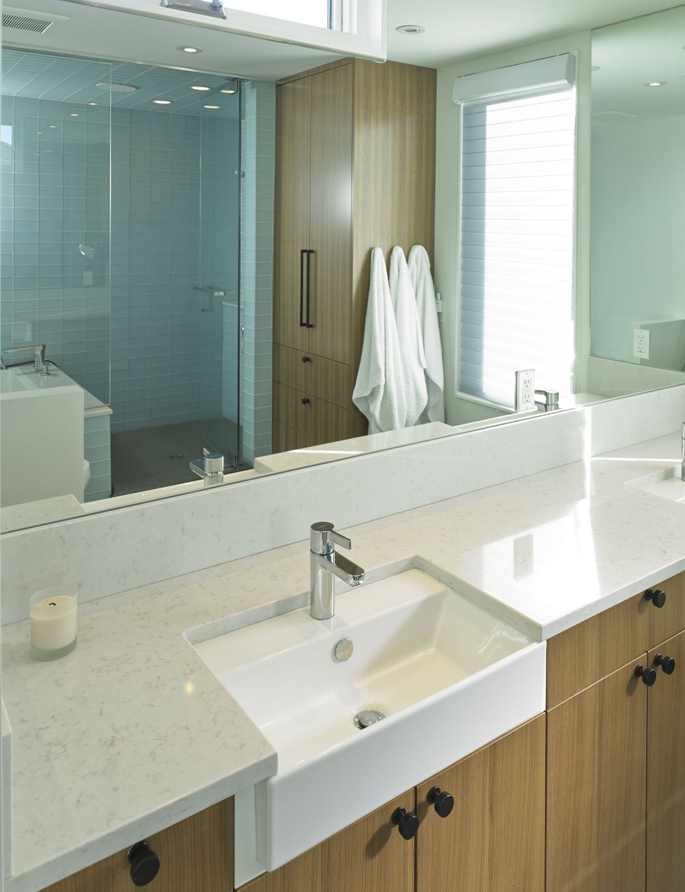 turkel_modern_design_prefab_home_bankview_house_calgary_bathroom.jpg