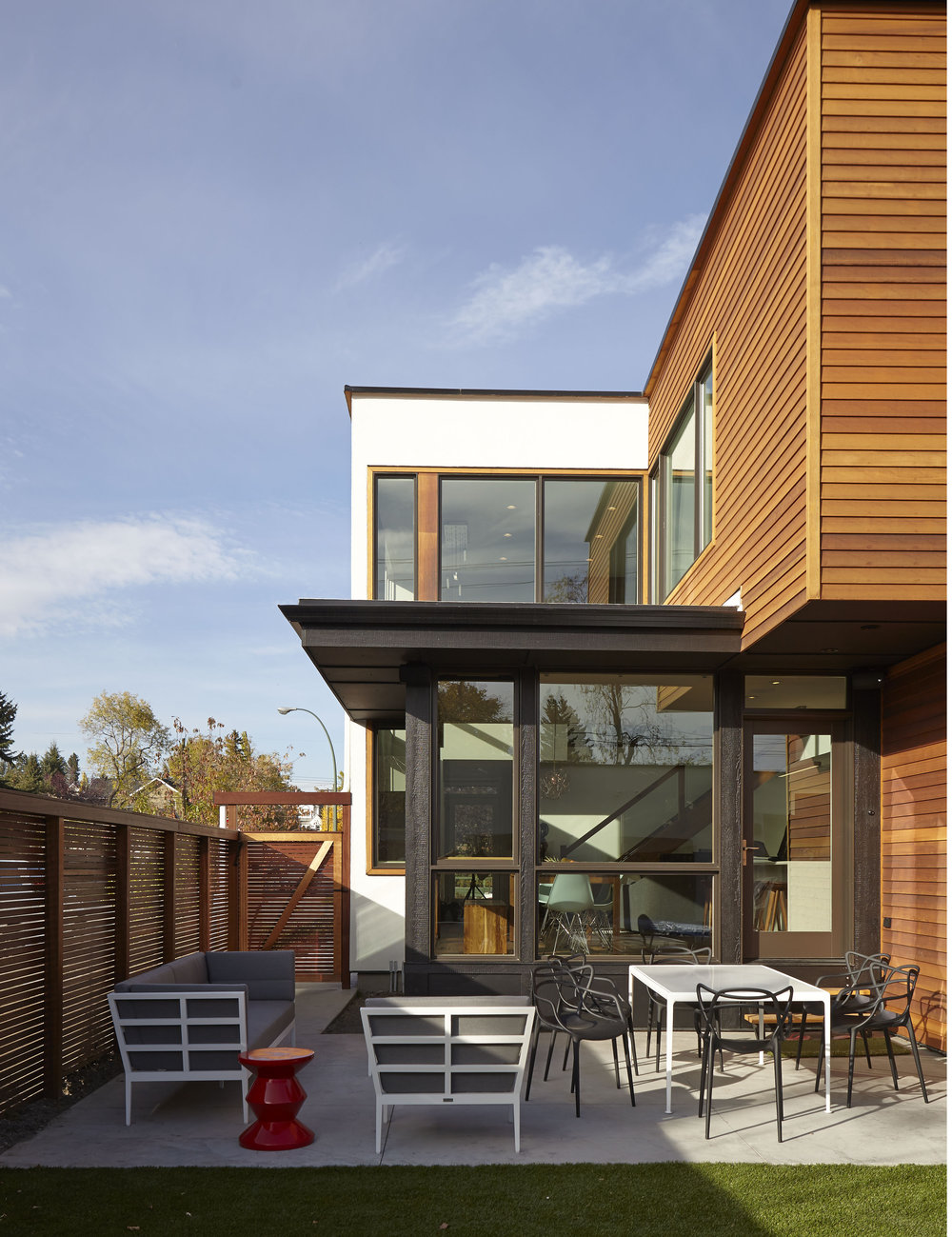 turkel_modern_design_prefab_home_bankview_house_calgary_outdoor.jpg