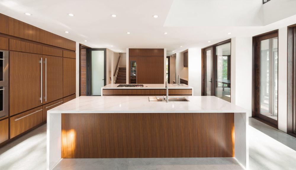 turkel_design_modern_prefab_home_kitchen_custom_cabinetry.jpg