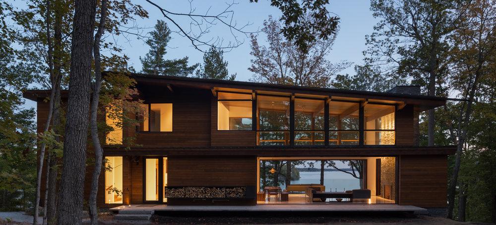turkel_design_modern_prefab_home_muskoka_cottage_evening.jpg