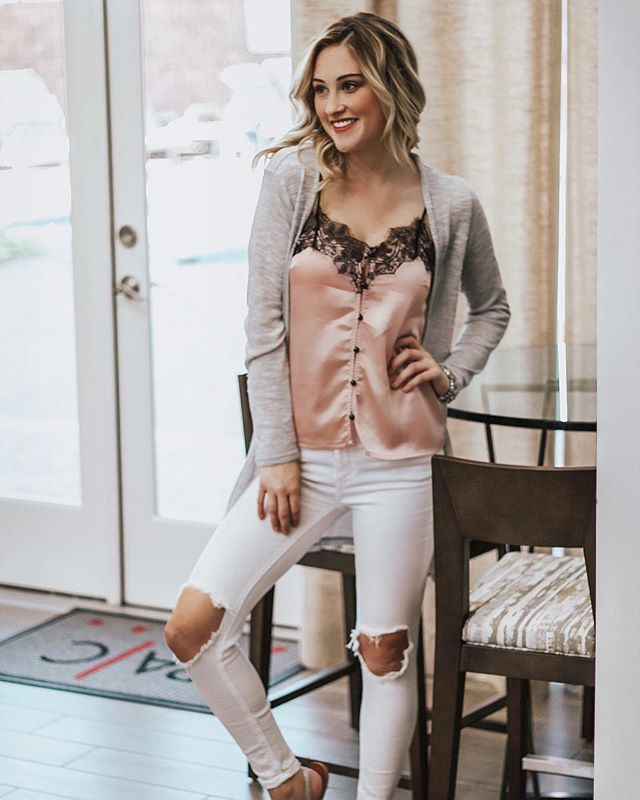Bringing you another budget friendly outfit!! I do the shopping research, so you don't have to 💁🏼♀️ My tank and cardigan are both under $15!! Get them while you can 💗🙌🏻🙈 you can shop this look in the @liketoknow.it app with this link 👉🏻 http://liketk.it/2xilx #liketkit #ltkunder50 #ltkunder100