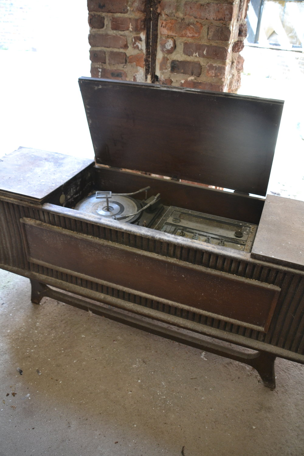 A stereo console, perhaps from the days when the theatre functioned as a rock music venue.