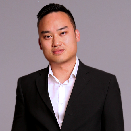 CHRISTOPHER LAM - DIRECTOR OF COMMERCIAL LEASING    OFFICE  :  212-941-9680 |  MOBILE:  917-680-2171   EMAIL :  chris@longinesny.com   With both of his parents investing and working in commercial real estate, Longines Realty's associate director, Christopher Lam, was practically born into this career path.