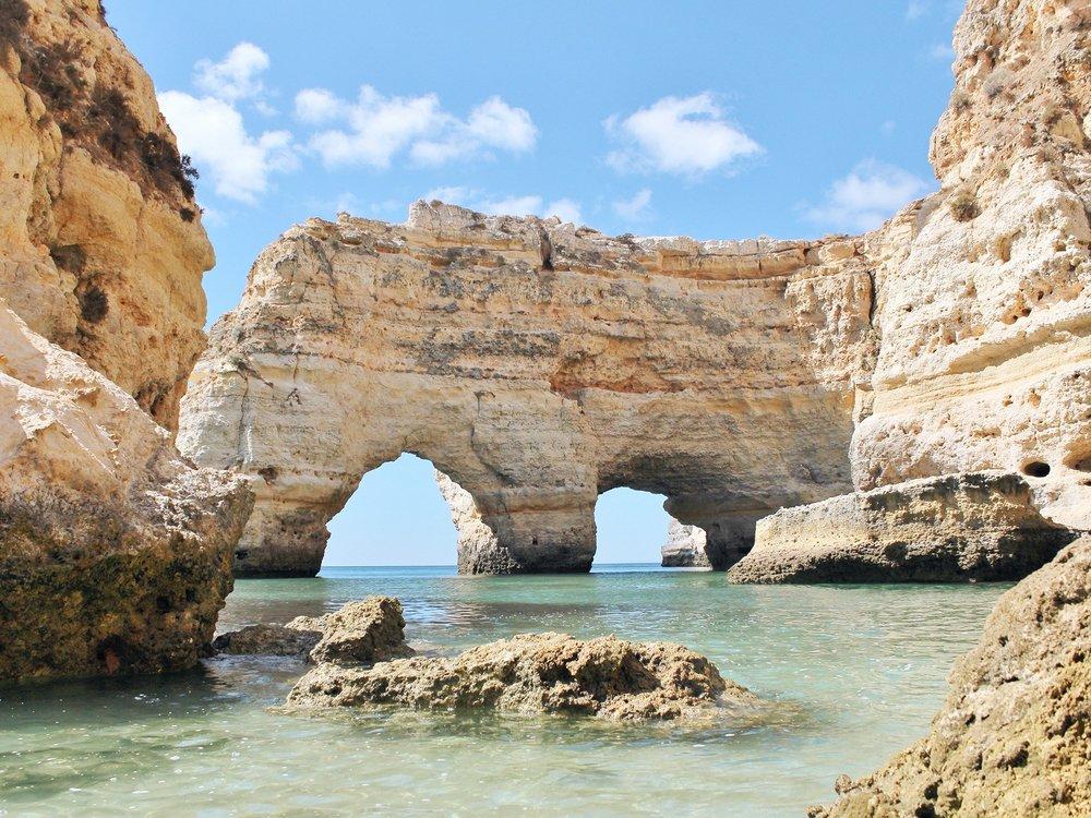 praia-da-marinha-portugal-cr-getty.jpg