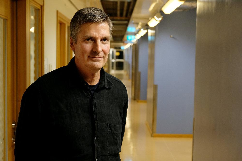 """""""Jag skulle önska att jag hade en mer positiv bild, eftersom jag tror att gör det lättare att nå ut med sitt budskap. Det bekymrar mig, samtidigt som det driver mig att skapa en förändring på universitetet och i samhället i stort."""" - Paul Glantz, forskare vid Institutionen för miljövetenskap och analytisk kemi samt miljösamordnare för området för naturvetenskap, Stockholms universitet"""