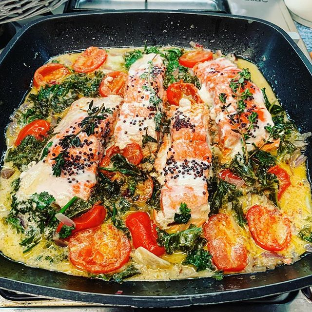 COCONUT BAKED SALMON A very quick and delicious salmon dinner, thank you @madeleine_shaw_ for the recipe 😊 #wild #salmon #recipes #dinner #lunch #sunday #foodie #food #foodlover #easyrecipe #rainbow #colour #nutrition #nutrizionista #instafood