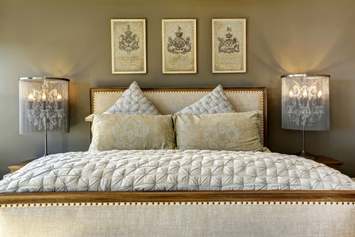 5 WAYS TO FILL THE SPACE ABOVE YOUR BED