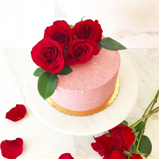 Happy Valentine's Day! Sending lots of love to all of you. 🌹 ⠀⠀⠀⠀⠀⠀⠀⠀⠀ ⠀⠀⠀⠀⠀⠀⠀⠀⠀ ⠀⠀⠀⠀⠀⠀⠀⠀⠀ #paleo #valentinesday #valentine #love #galentinesday #bemine #grainfree #glutenfree #refinedsugarfree #dairyfree #plantbased #eatclean #roses #cake #dessert #healthy #lowcarb #ketofriendly #antiinflammatory #parve #strawberry #cleaneating #cleansweets #paleocake #glutenfreecake #dairyfreecake #paleobaking #customcakes #loveislove #cleaneats
