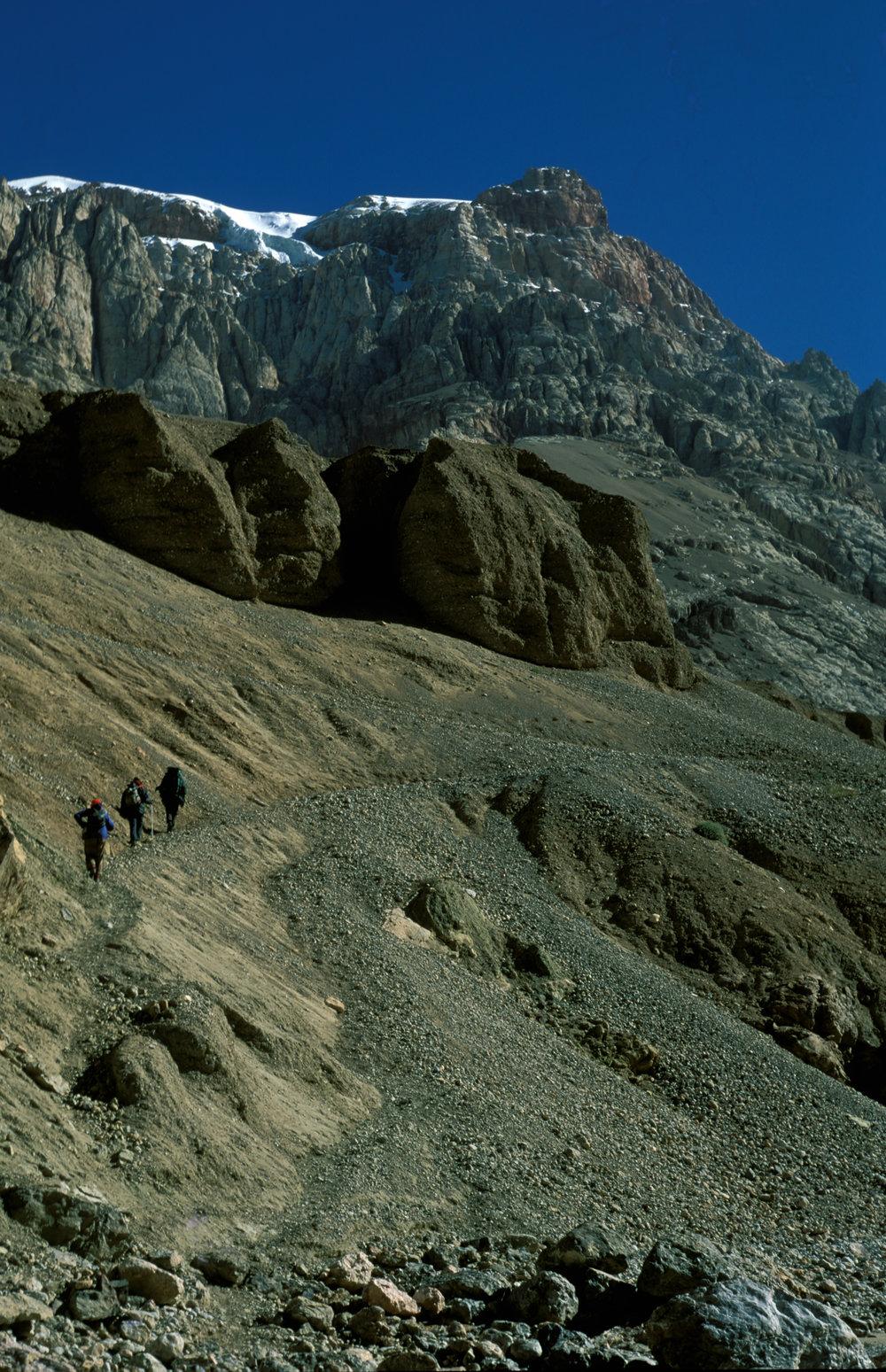 Team trekking from Murgo towards Karakoram Pass
