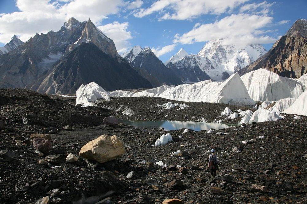 Concordia in the Karakorams (https://www.summitpost.org/concordia-the-amphitheatre-of-ten-of-the-world-s-thirty-greatest-mountains/534309