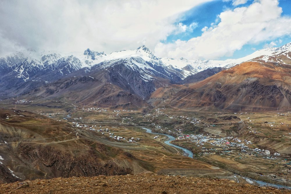 A view of the Drass Valley from the Rpad to the Umba La Pass. In the background you can see the famous Tiger Hill