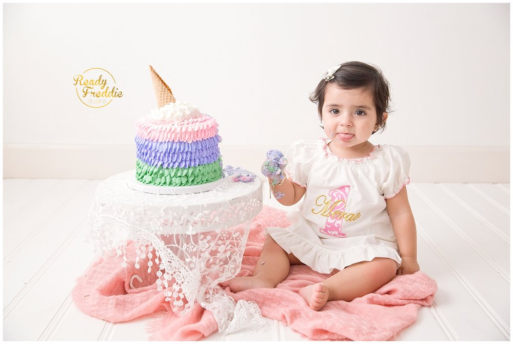 First year pictures and cake smash session in miami photography studio