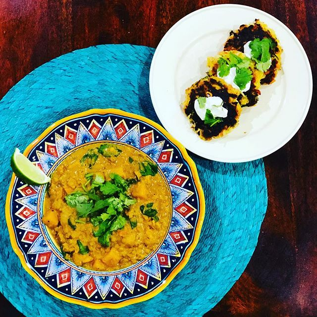The snow has arrived here in Boston which means it's ~soup szn~...if you're looking for a meatless Monday meal, try this Thai Butternut Squash Lentil Soup and pair it with these yummy Zucchini Carrot Fritters. Check out the recipes in my bio. . . . . . #cooking #eatclean #fitfood #fitfoodie #wholefoods #vegitarian #vegitarianfood #nutrition #healthyeating #healthyfood #healthy #recipe #recipes #quickmeals #meatless #meatlessmonday #meatlessmeals #fritters #butternutsquash #zucchini #lentil #lime #cilantro #chickpeas #carrots @ambitiouskitchen @buzzfeedtasty