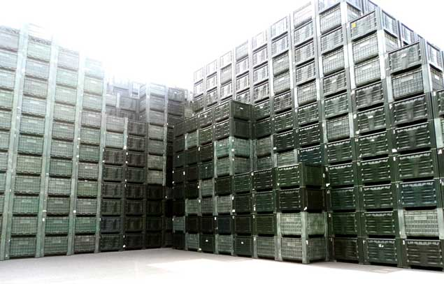 Plastic-boxes-stacked-635-2.jpg