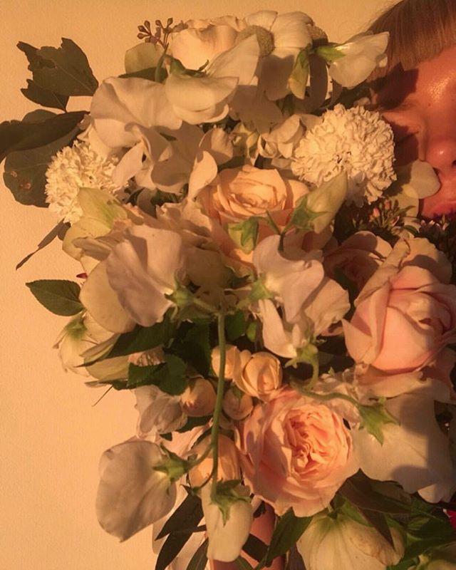 pretending it's not dark at 4pm in the UK and remembering the yesteryear of goldenhours #myladygarden ..... #myladygarden #mlg #londonweddings  #londonflorist #weddingflorist #weddinginspo #floristry #floraldesign #weddingfloristry #ramblingflorals #bararrangement #centerpiece #growinggarden #travellingflorist #underthefloralspell #eastlondonwedding #hackneyweddings #justengaged #engagementflowers #customdelivery #underthefloralspell