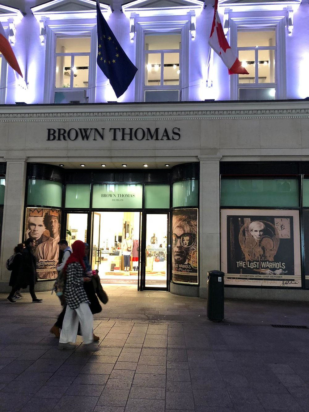 "A view of the  BROWN THOMAS  windows at night LOCATION: Grafton ST. Dublin IRELAND  ""THE COUNTRY's Premier Luxury Department Store"""