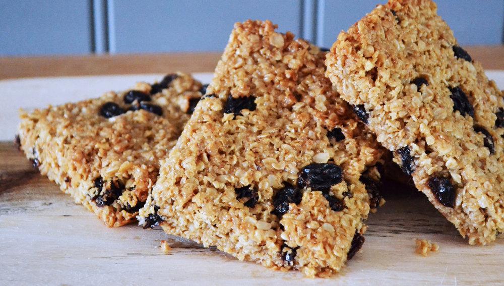 honey and raisin flapjack recipe close up
