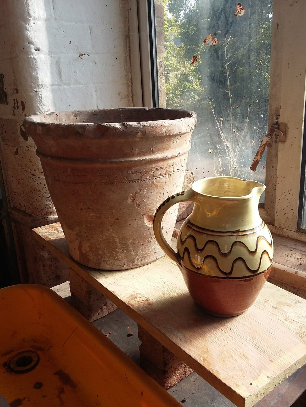 One of Elijah Comfort's flower pots, and a lovely jug made by Ray Finch. Image courtesy of Matt Grimmitt.