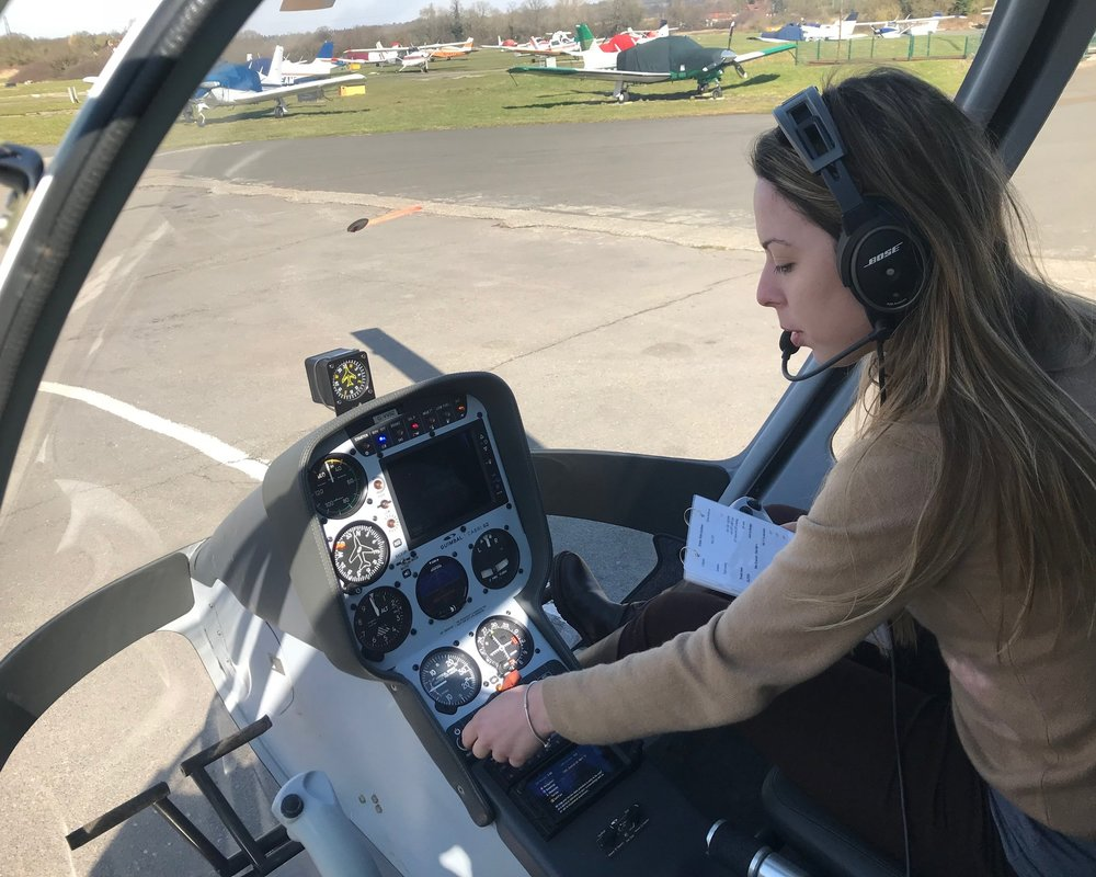 Pilot hiring the Cabri G2 Helicopter