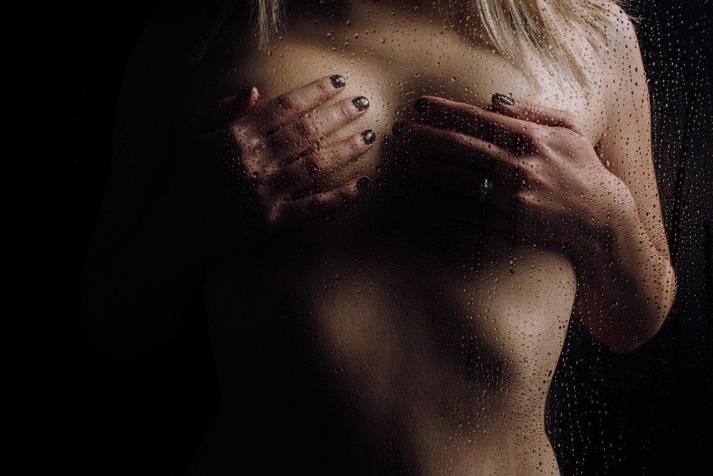 dark-and-moody-boudoir-12.jpg
