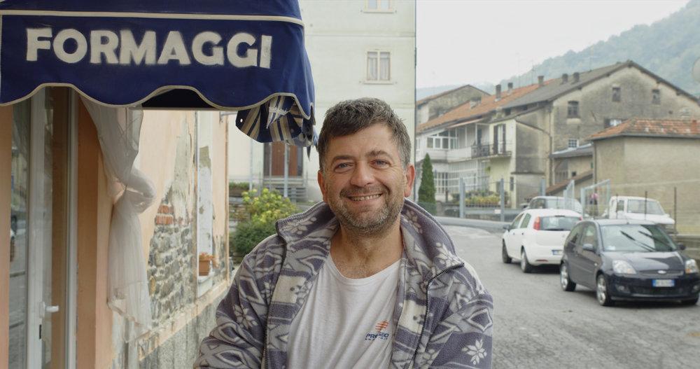 Gianni headshot 01 v1.jpg