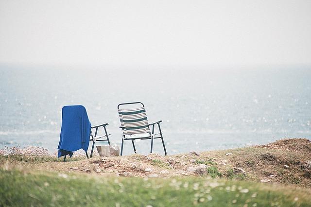 beach-chairs-1149450_640.jpg