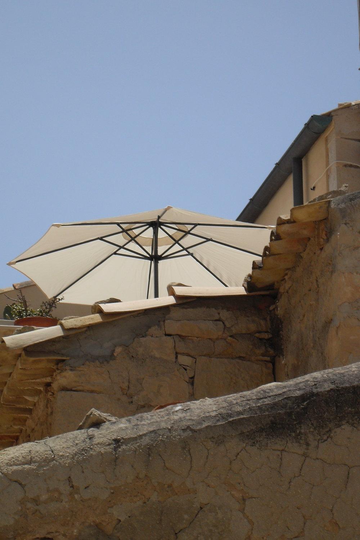 Terrazzino di Casa di pietra visto dalla strada.JPG