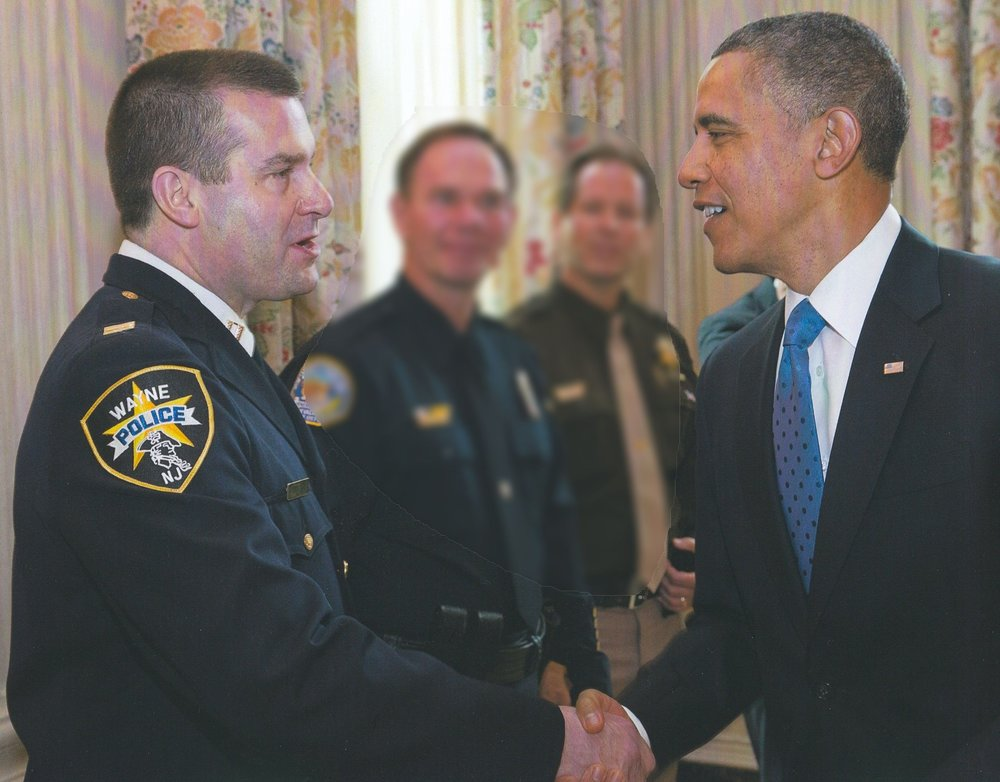 Obama hand shake blur.jpg