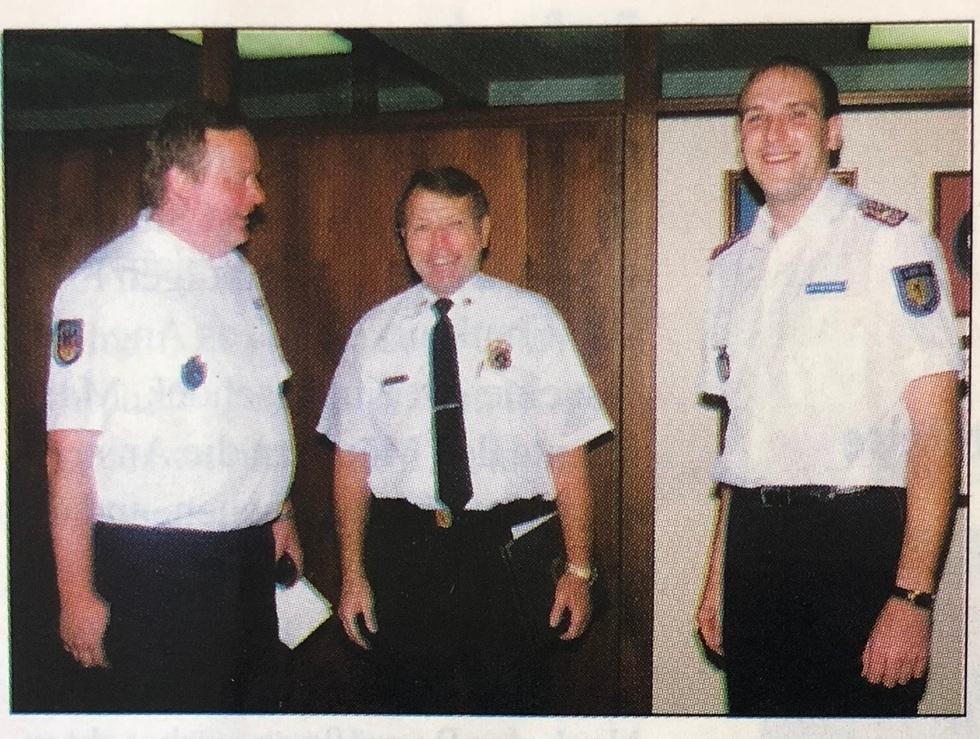 Vom Leiter der Feuerwehr von L.A., Chief Engineer und General  Donald O. Manning   (Mitte) , werden der stv. Amtsleiter von Leipzig  Jürgen Reichardt   (Links)  und der stv. Stadtbrandmeister  Matthias Dünkel  empfangen.
