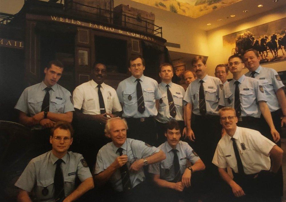 Ein Gruppenfoto in der Wells Fargo Bank