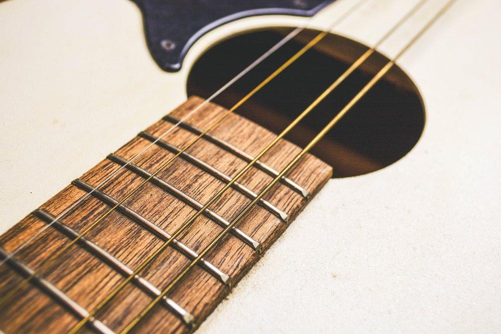 Riparazioni - Interveniamo su amplificatori, strumenti elettrici e strumenti acustici.
