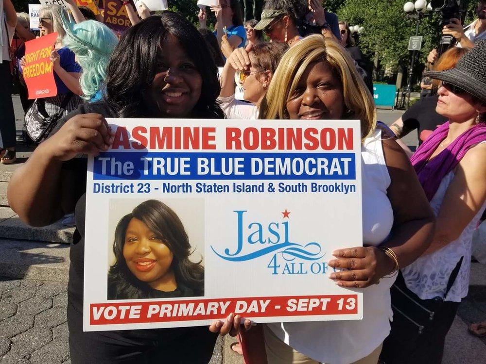 Jasmine Robinson & Her MomangerGwen Robinson -