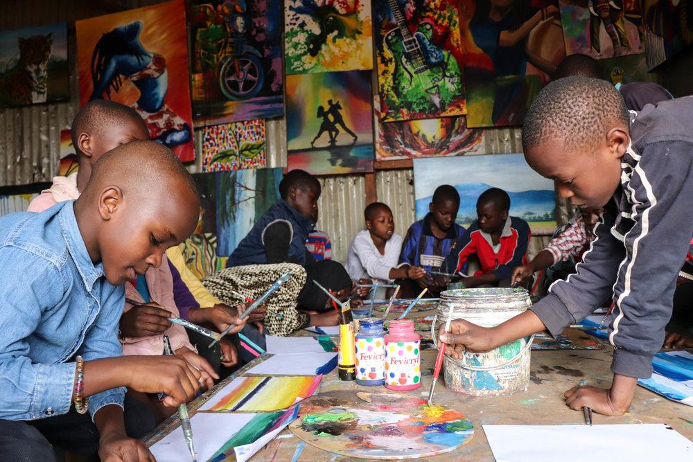 An art class at the Uweza Art Gallery © Maxwell Anduvati