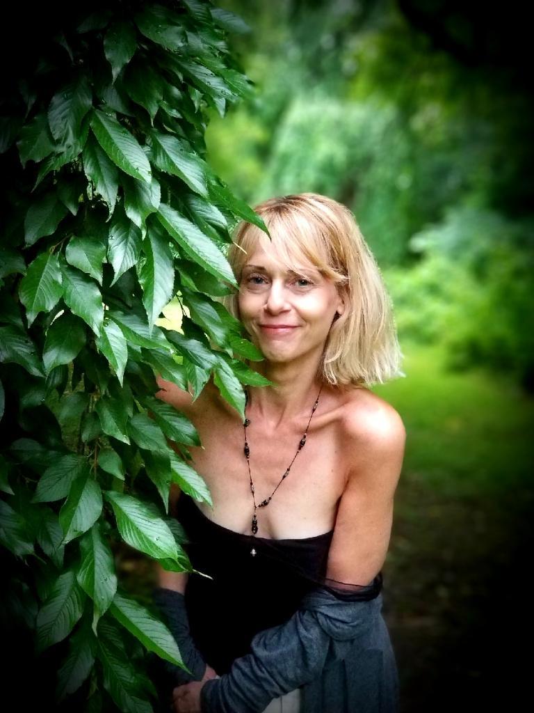 Lisa Dee  SHAMANIC REIKI MASTER,  HOLISTIC PRACTITIONER, HEALER, & EDUCATOR