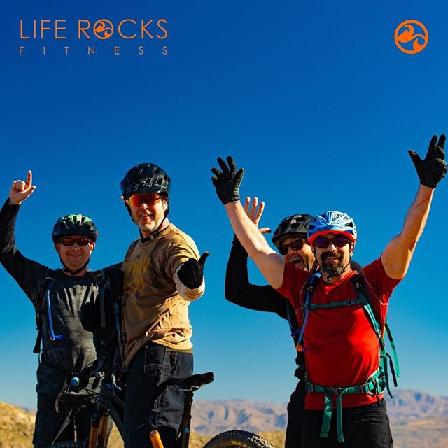 Happy New Year to all our rockin' friends!! Reach for your peaks & revel in the process!!😀🍊🏃‍♂️🚵‍♂️ #liferocks #getout #runtherocks #livefit #liveorange #goexplore #soarnotsore #liferocksfitness #rockonathleticbalm #veganfitness #trailrunning #mountainbiking #trainingbliss #livingjuicy #happynewyear #2019 #reachforyourpeak #goals