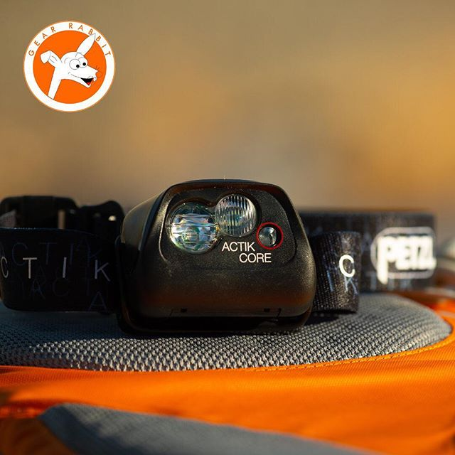 Pretty charged up about this rechargeable Petzl Actik Core headlamp! Ultralight (~3oz) & ultrabright …350 lumens even when the rechargeable battery is low. Not many other headlamps can boast about that. At max brightness it lasted ~90 minutes. 3x AAA once your charge dies. Multiple beams to preserve your charge & light your trail when you need it most. Affordable & reliable. This one's a keeper! 😬🐰🍊#gearrabbit #petzelactikcore #petzel @petzl_official #headlamp #goexplore #liferocks #trailrunning #livefit #liveorange #happytrails #gowild #rockon #goplay #getout #golong