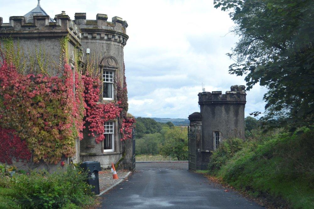 Random gatehouse to random boarding school