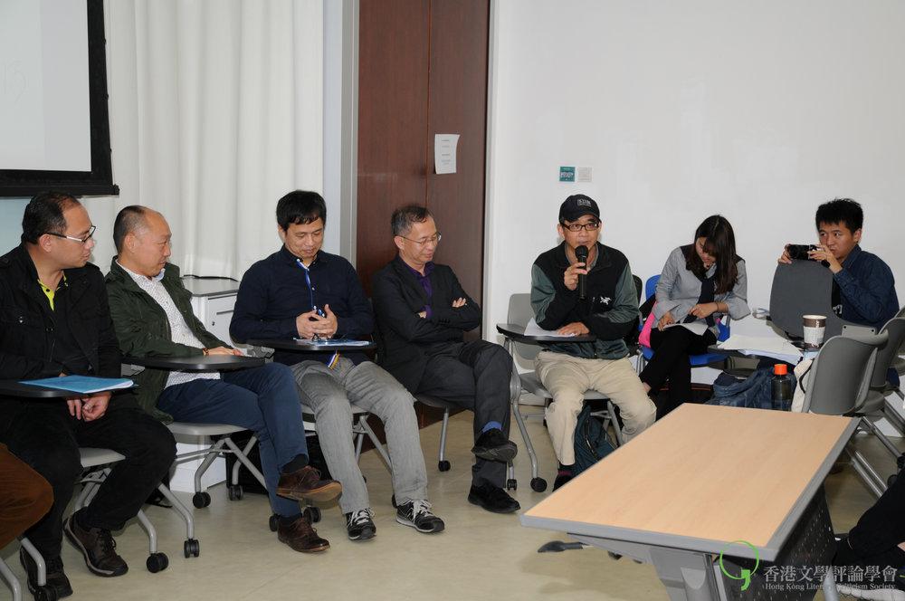 飲江從詩人的「虛名」談到一起趁「詩」墟。圖右角二人為南京大學八城作家拍攝隊。