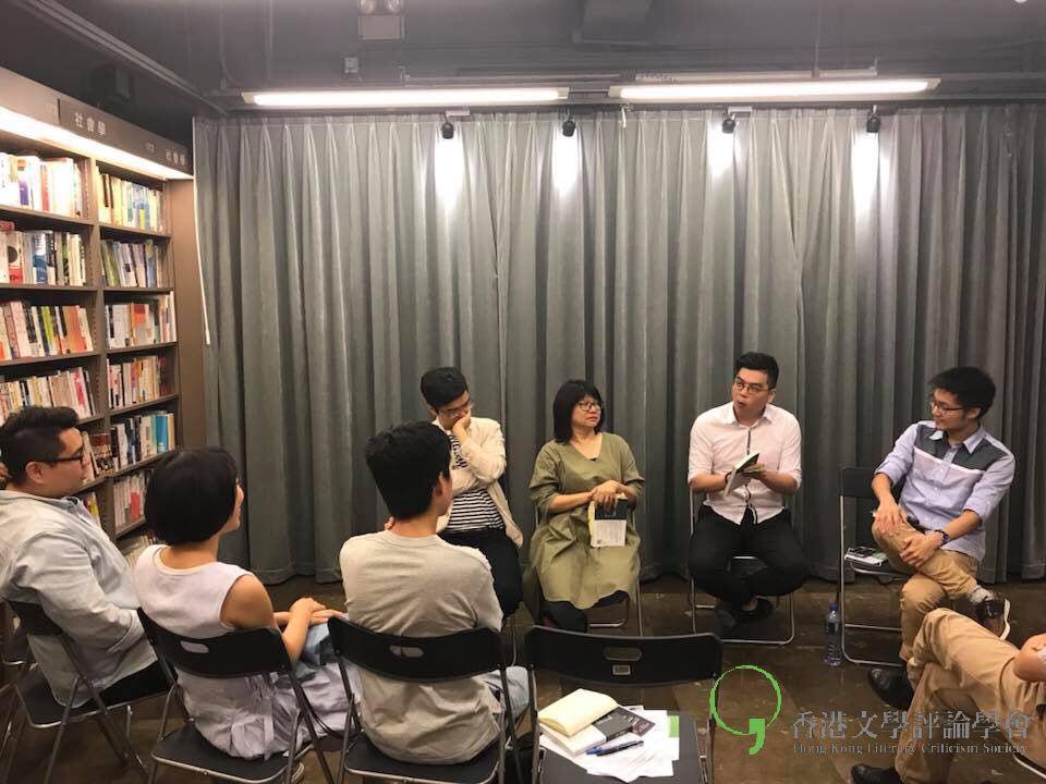 主持吳廣泰向在座讀者提問